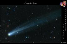 Bellissima immagine della cometa ISON (C/2012 S1), che ha illuminato il cielo nel 2012. Le comete sono piccoli corpi celesti composti prevalentemente da ghiaccio, che, quando si avvicinano al Sole, producono la famosa coda. (Credits: Damian Peach)