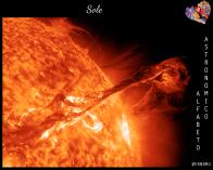 A volte dimentichiamo che ci sono oggetti spettacolari anche vicino a noi, come il nostro Sole. Quest'immagine, catturata dal satellite STEREO, mostra una protuberanza solare, cioè un getto di materiale solare che si allontana anche per centinaia di migliaia di chilometri dalla sua superficie. (Credit: STEREO Project, NASA)
